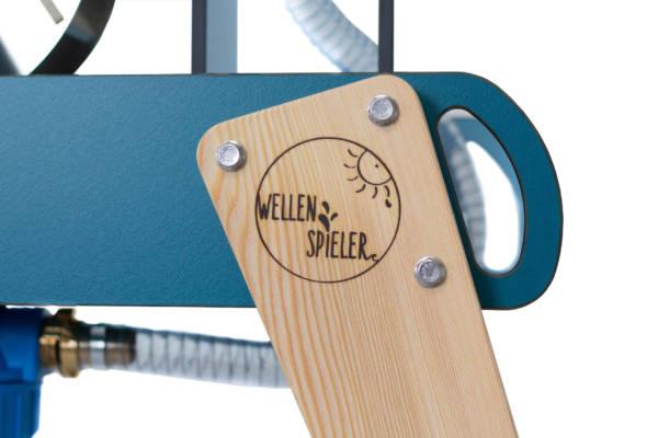 WELLENSPIELER Beine Hinten Logo Brennstempel