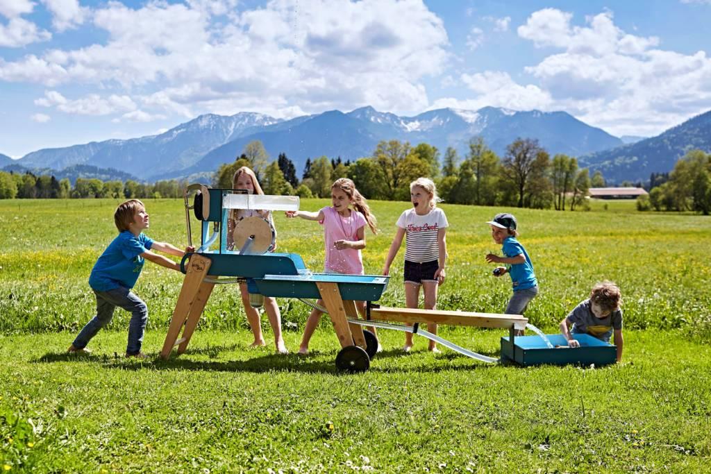 WELLENSPIELER Wasserspiel in voller Größe mit Kindern